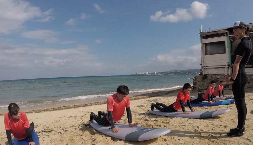 野球キャンプだけじゃない!沖縄はサーフィンシーズン