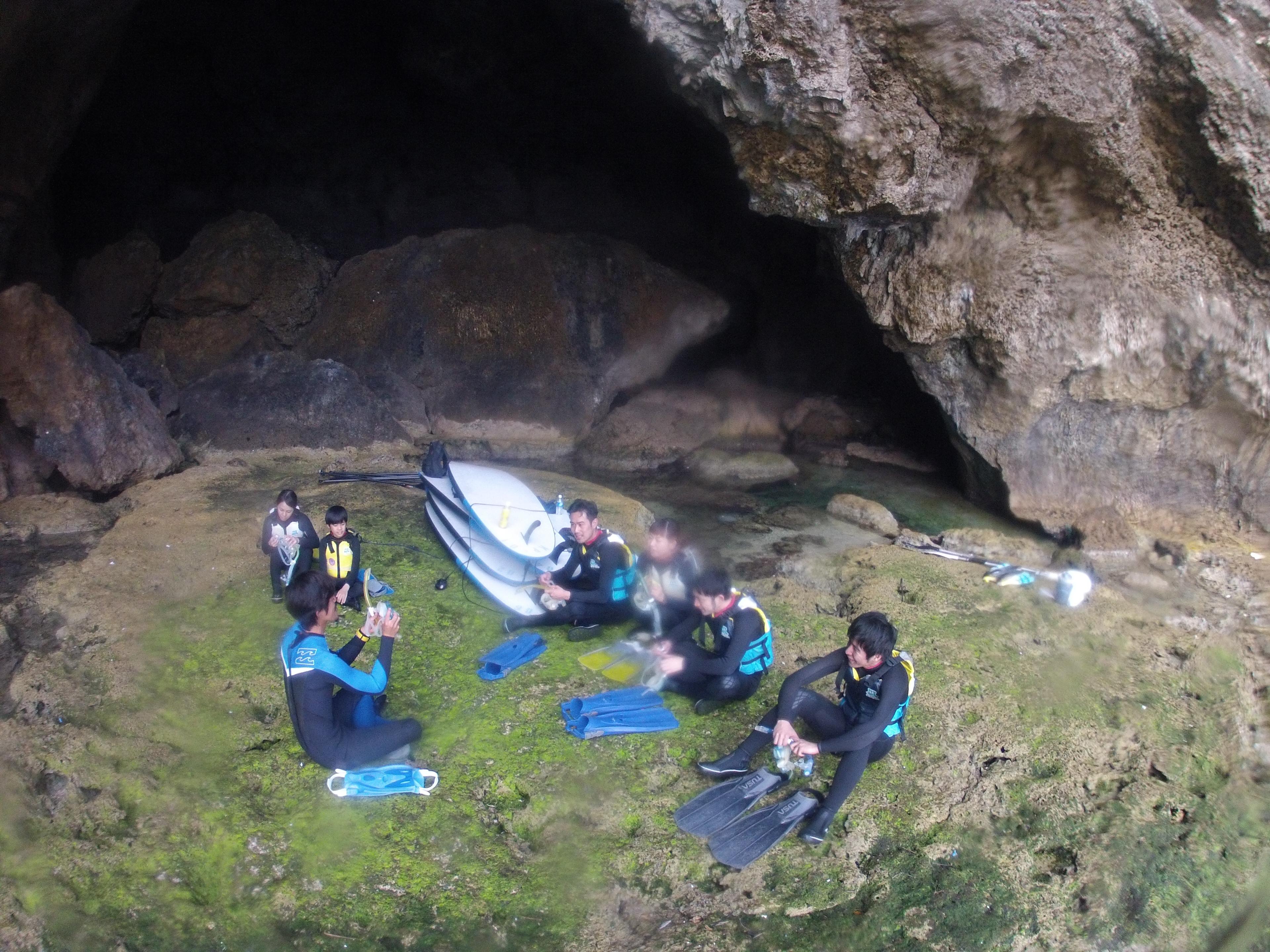 青の洞窟クルージング後シュノーケリング準備